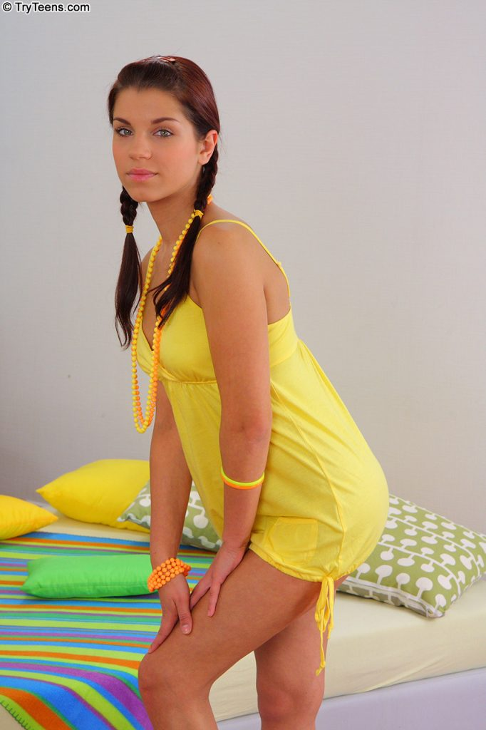 Angel Rivas teen rusa que muestra sus lindas tetas