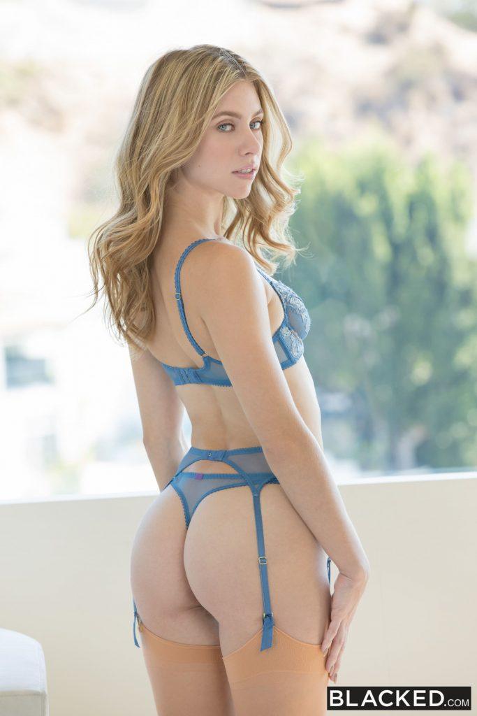 Anya Olsen fotos de una rubia sexy en lencería