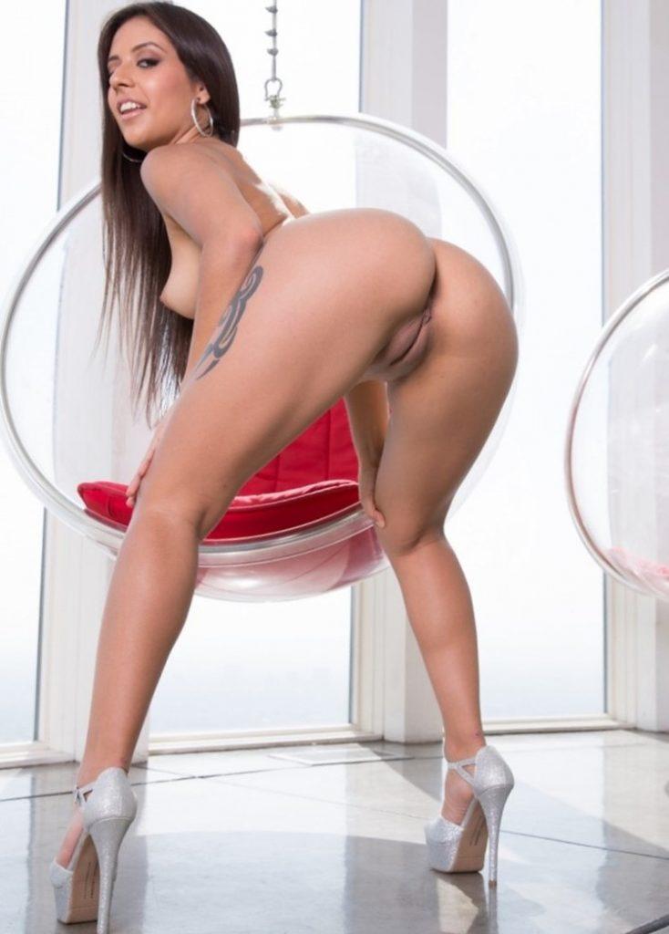 Jynx Maze fotos XXX de una latina con un gran culazo