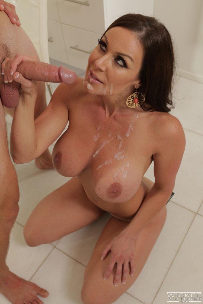 A Kendra Lust le gusta chupar y coger por su golosa conchita