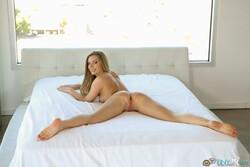Trisha Parks la rubia muestra su coño goloso