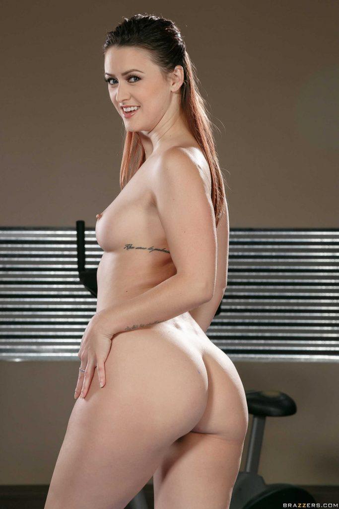 Karlie Montana muestra su conchita en el gym