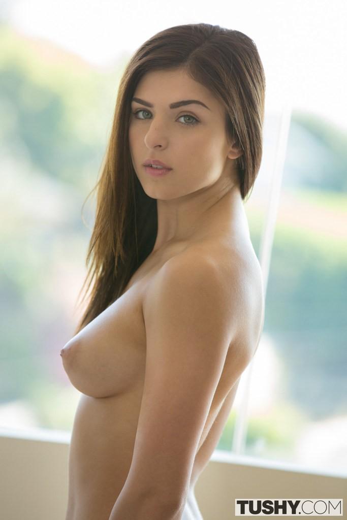 Leah Gotti una pornstar joven y sexy