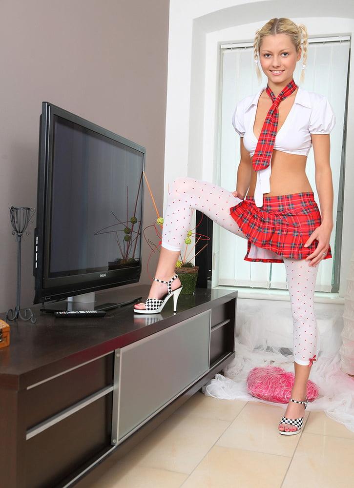 Pinky June fotos porno de una rubia cachonda