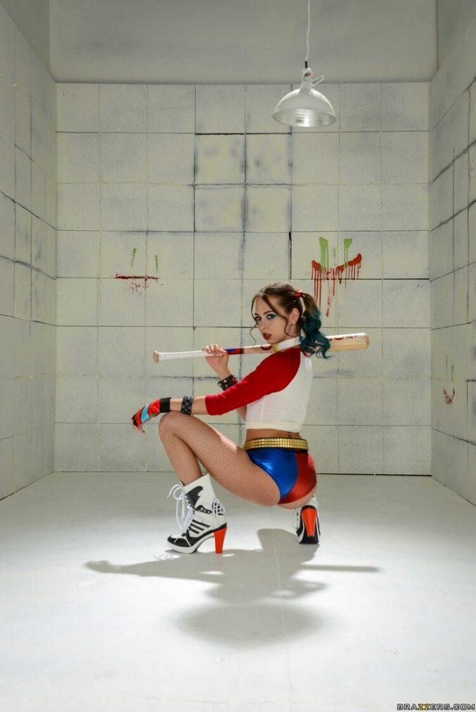 Riley Reid la chica cosplay, muestra su cuerpo increíble