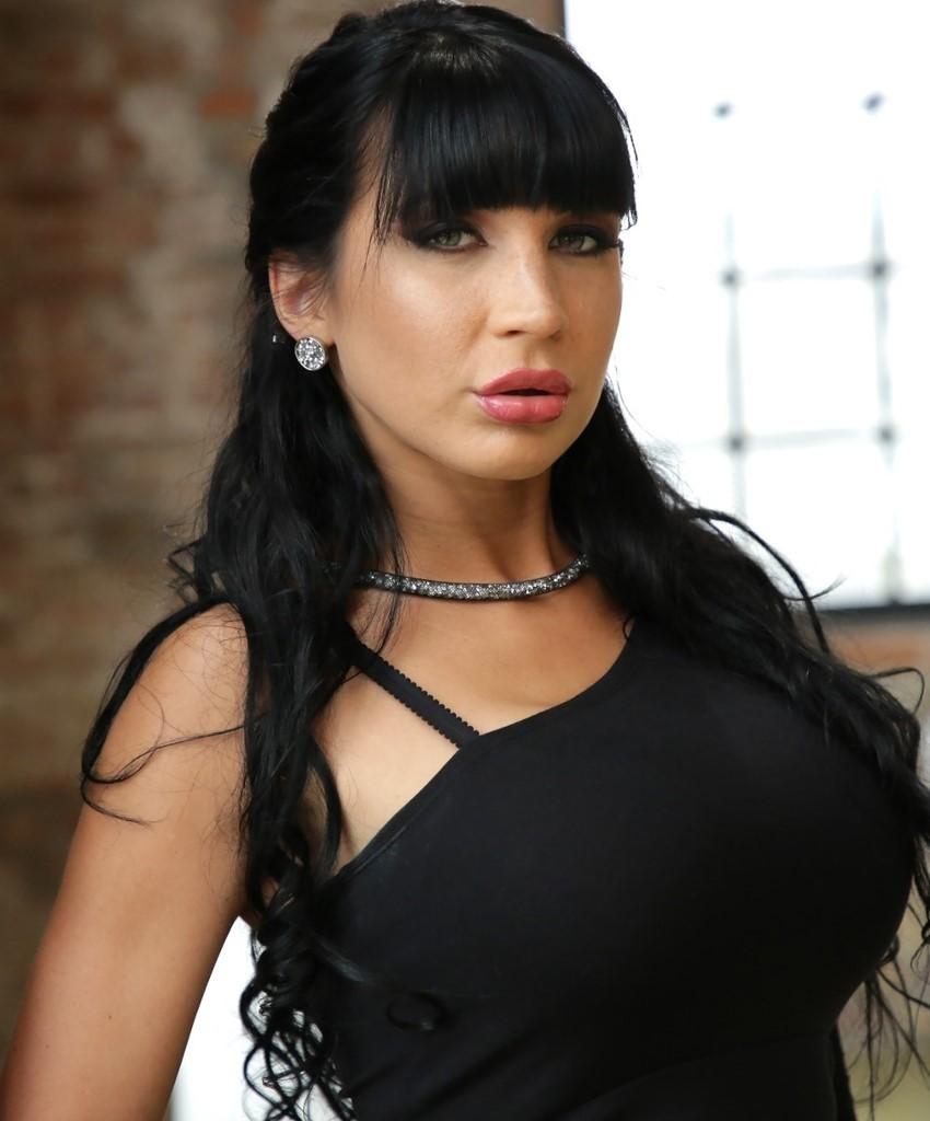 Valentina Ricci - la gloria de mostrar la conchita