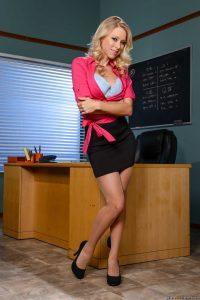 Katie Morgan – la profesora muestra su vagina en el aula