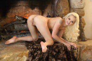 Elsa Jean muestra su cuerpoen tanga