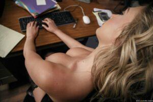 Kagney Linn Karter – el arte de coger a la secretaria