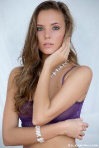 Katya Clover imperdible en lencería violeta muy sexy