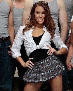 Megan Rain colegiala caliente disfruta bukkake de 10 vergas