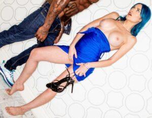 Jewelz Blu a ella le gusta negra y muy grande